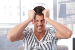 Retrato del hombre enojado imagenes de archivo