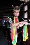 Retrato del hombre joven de Kadazandusun étnico en trajes tradicionales Fotos de archivo libres de regalías