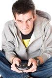 Retrato del hombre joven furioso con una palanca de mando Fotografía de archivo libre de regalías