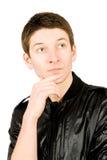 Retrato del hombre joven que piensa, aislado en blanco Foto de archivo