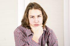 Retrato del hombre joven serio Fotografía de archivo libre de regalías