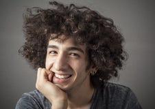 Retrato del hombre joven sonriente Fotografía de archivo
