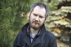 Retrato del hombre ruso hermoso, al aire libre Foto de archivo libre de regalías