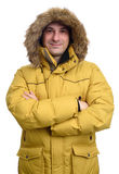 Retrato del hombre sonriente en abrigo de invierno Imagen de archivo libre de regalías