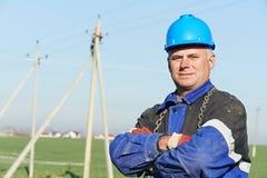 Retrato del instalador de líneas de la potencia del electricista Foto de archivo libre de regalías