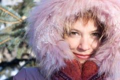 Retrato del invierno de la muchacha imágenes de archivo libres de regalías