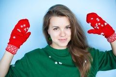 Retrato del invierno de la muchacha hermosa Fotos de archivo libres de regalías