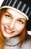 Retrato del invierno de una mujer alegre feliz Imagen de archivo