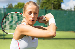 Retrato del jugador de tenis en la práctica Foto de archivo libre de regalías