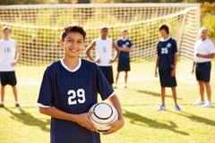 Retrato del jugador en equipo de fútbol de la High School secundaria Fotos de archivo libres de regalías