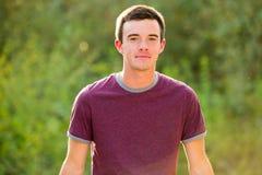Retrato del mayor de High School secundaria del hombre joven Foto de archivo libre de regalías
