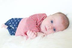 Retrato del 1 mes preciosos de bebé Foto de archivo libre de regalías
