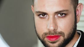 Retrato del metrosexual o del hombre gay almacen de metraje de vídeo