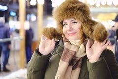 Retrato del modelo adulto atractivo del tamaño extra grande, sonriendo, Año Nuevo Fotografía de archivo