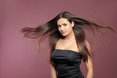Retrato del modelo hermoso con el pelo recto magnífico Imagen de archivo libre de regalías