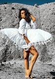 Retrato del modelo moreno caliente caucásico atractivo hermoso de la muchacha fotografía de archivo libre de regalías