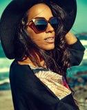 Retrato del modelo moreno caliente caucásico atractivo hermoso de la muchacha foto de archivo libre de regalías