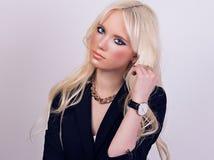 Retrato del modelo rubio hermoso con maquillaje Fotos de archivo libres de regalías
