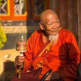 Retrato del monje budista no identificado cerca del stupa Boudhanath Fotografía de archivo libre de regalías