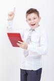 Retrato del muchacho adolescente con la calculadora en blanco Fotos de archivo