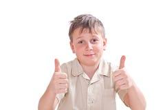 Retrato del muchacho adolescente que muestra ambas manos perfectamente Fotos de archivo libres de regalías