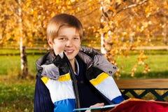 Retrato del muchacho afuera Fotos de archivo