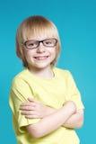 Retrato del muchacho agradable en vidrios Foto de archivo