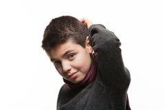 Retrato del muchacho con el suéter y la bufanda Fotos de archivo
