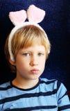 Retrato del muchacho con los oídos del conejito Imagenes de archivo