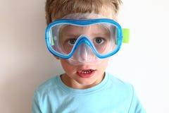 Retrato del muchacho con los vidrios que se zambullen Fotografía de archivo libre de regalías