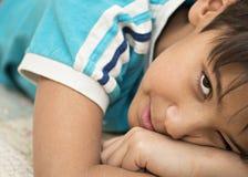 Retrato del muchacho de 11 años. Foto de archivo