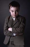 Retrato del muchacho de seis años en traje gris fotos de archivo