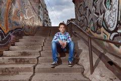 Retrato del muchacho del adolescente adentro al aire libre Imagen de archivo