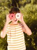 Retrato del muchacho del niño al aire libre Imagen de archivo