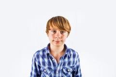 Retrato del muchacho feliz joven lindo Fotos de archivo