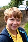 Retrato del muchacho feliz sonriente Fotografía de archivo