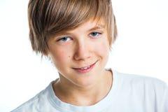 Retrato del muchacho hermoso joven en blanco Fotografía de archivo