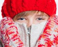 Retrato del muchacho hermoso joven en estilo del invierno Fotografía de archivo libre de regalías