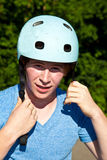 Retrato del muchacho lindo con el casco Foto de archivo