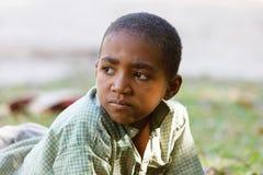 Retrato del muchacho malgache joven del adolescente Fotos de archivo libres de regalías