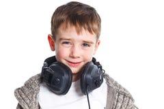 Retrato del muchacho que escucha la música Fotos de archivo