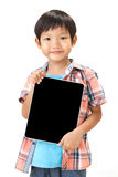 Retrato del muchacho que se coloca con la tableta Imagen de archivo libre de regalías