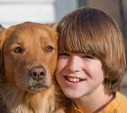 Retrato del muchacho y del perro Fotos de archivo