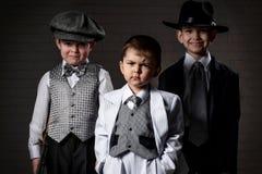 Retrato del muchachos en una imagen de los gángsteres Imágenes de archivo libres de regalías