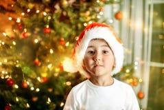 Retrato del niño del Año Nuevo y de la Navidad Imagenes de archivo