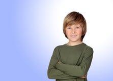 Retrato del niño adorable con el brazo cruzado Fotos de archivo