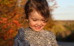Retrato del niño al aire libre durante puesta del sol Imagen de archivo libre de regalías