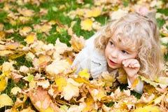 Retrato del niño en otoño Imagen de archivo