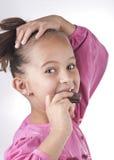 Retrato del niño lindo que come el chocolate Imagenes de archivo