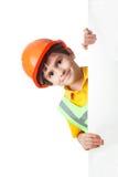Retrato del niño pequeño en el casco de protección con la cartelera Imagen de archivo libre de regalías